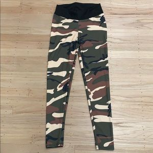 NWOT medium camo leggings